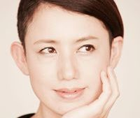 紺野紗依(ピアニスト)の年収や経歴と結婚した旦那は?コンサートやCDは?